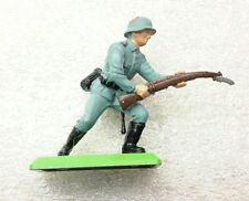 NEW Vintage BRITAINS DEETAIL German Infantryman  on Metal Base #7350b