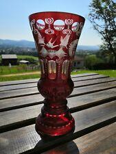 Ancien VASE en CRISTAL de Bohème rouge rubis à décor d oiseaux