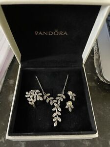 PANDORA STERLING SILVER SHIMMERING LEAVES SET RING SIZE 56, NECKLACE & EARRINGS