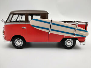 VW Bus Combi Volkswagen T1 pick up avec planche de surf, 1/24eme 18cm