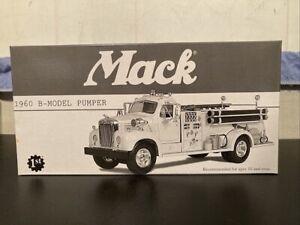 First Gear # 19-2250 Mack 1960 B-Model Pumper Texaco Fire Chief  MIB