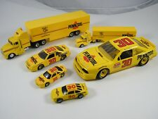 RACING CHAMPIONS PENNZOIL #30 MICHAEL WALTRIP TRANSPORTERS AND CARS