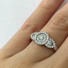 Set Three Stone Right Hand Ring 0.95 Ct Round Brilliant Cut Diamond Invisible