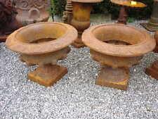 grande vasque de style en fonte patinée rouillé et dessins  ...