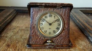 1900'S ANTIQUE EDWARDIAN 8 DAY FOLDING TRAVEL CLOCK IN LEATHER CASE