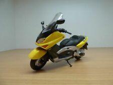 Scooter YAMAHA TMAX XP500 jaune 1/18 T-MAX