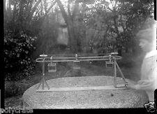 Portrait jeune garçon construction Meccano - négatif photo verre plaque an. 1920