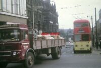 PHOTO  1968 HUDDERSFIELD TROLLEYBUS  BUT TROLLEYBUS 622 (KVH 222) IN TOWN CENTRE