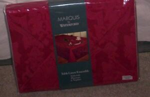 Waterford Marquis Vincente Red Tablecloth, 10 Napkins, 10 Placemat  21 pc NIP