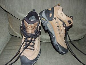 MENS MERRELL HIKING BOOTS SZ. 10.5