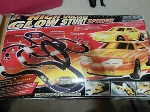 Life-Like High Voltage Super-Glow Speedway HO Scale Slot Racing Set 9005 w/ Box