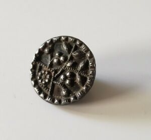 Antique Victorian Flowers And Leaves Button