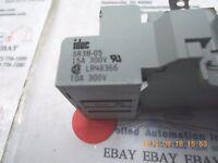 Idec Relay SR3B-05 Socket/Base 15A, 300V