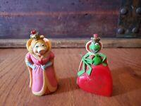 1981 Muppets PRINCE of Hearts KERMIT Queen MISS PIGGY Figurine HONG KONG Henson