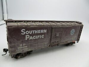 HO  ATHEARN  SOUTHERN PACIFIC 40 Foot  SINGLE DOOR BOX CAR #106429 WEATHERED