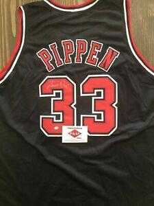Scottie Pippen Signed Chicago Bulls Jersey (COA)