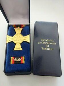 (S1-150) Bundeswehr Ehrenkreuz für Tapferkeit im Etui mit Beschriftung