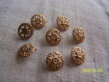 Lot de 8 boutons anciens en métal ajouré doré. XIXème. N°539