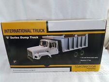 40-0199A First Gear 1:25 SCALE  International S-Series Dump Truck Yellow & Black