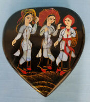 Folk Art Black Lacquered Heart Shaped Trinket Jewelry Box Hinged Mirror Red