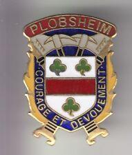 RARE PINS PIN'S .. POMPIER FIRE CASERNE ALSACE BLASON SAPEURS PLOBSHEIM 67 ~DL
