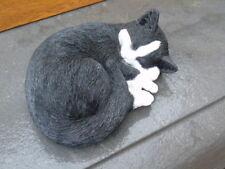 chat coucher blanc noir statue parfaite imitation d un réel  , nouveau !