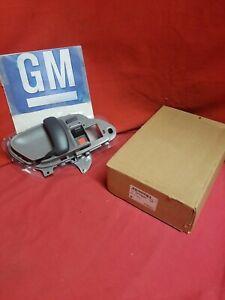 NOS GM  1995-2000 Chevrolet GMC Front Driver Side Door Inside Handle 15708043