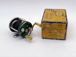 """Vintage Green Shakespeare """"NEW CLASSIC"""" FISHING REEL WITH Yellow Blue BOX"""