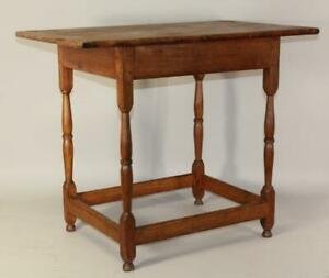 RARE 18TH C WILLIAM AND MARY STRETCHER BASE TAVERN TABLE ORIGINAL TOP AND FEET