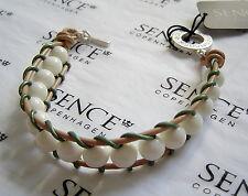SENCE COPENHAGEN Perlenarmband mit weissen Hornperlen, Leder Einfassung beige