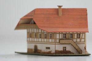 altes Haus spitzes Fachwerk  in Pappe Bauweise  Erzgebirge Spur S H0 Handbemalt