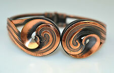 VINTAGE 1950s COPPER HINGED CLAMPER BANGLE BRACELET WITH DIMENSIONAL SWIRLS