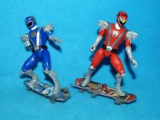 Power Rangers Rpm Rangers Rojo y Azul con Skateboards
