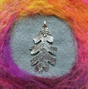 Beautiful Boho Oak Tree Leaf Pendant Antique Silver