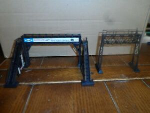HO SCALE PEDESTRIAN AND SIGNAL BRIDGE  WITH SIGNAGE