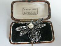 VINTAGE SIGNED BUTLER&WILSON  RHINESTONE PEARL WASP INSECT BROOCH PIN