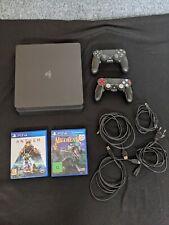 Sony PlayStation 4 Slim 500GB Spielkonsole mit 2 DualShock 4 Controllern