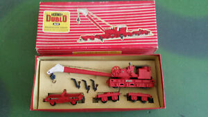 Hornby-Dublo 4620 Breakdown Crane in red No 133, 3 jacks, rigging intact, boxed
