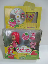 HASBRO STRAWBERRY SHORTCAKE DOLL SMELLS BERRY SWEET & CAT PLUS DVD