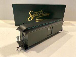 "BACHMANN SPECTRUM TRAINS -GREEN BAGGAGE CAR W/LIGHT -NARROW GAUGE ""ON30"" # 26499"
