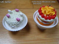 DOLLS HOUSE MINIATURE FOOD WHITE HEARTS STRAWBERRY GATEAUX CAKE & STAND 1/12th