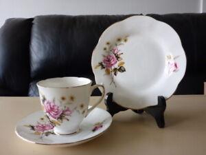 ELIZABETHAN ENGLAND CHINA TEA TRIO  PINK ROSES 1960s