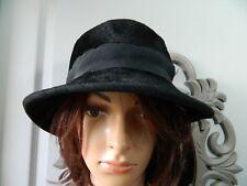 Chapeau en velours femme T 59 vintage