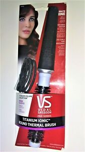 VIDAL SASSOON Titanium Ionic Round Thermal Brush Styling Curls Drying Shine