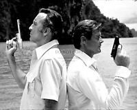 "ROGER MOORE CHRISTOPHER LEE ""THE MAN WITH THE GOLDEN GUN"" - 8X10 PHOTO (ZY-898)"