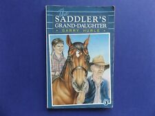 | @Oz |  THE SADDLER'S GRAND-DAUGHTER By Garry Hurle (1986), Softcover, RARE!
