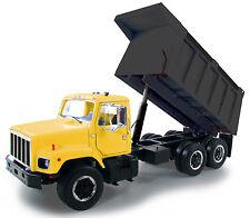 "1:25 First Gear *INTERNATIONAL* ""S"" Series Dump Truck Yellow & Black *NIB!*"