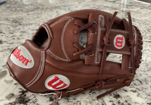 Wilson A2000 1787 11.75 inch infield RHT Baseball Glove new with tags.