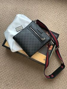 GUCCI GG MESSENGER BAG (SMALL) - BLACK