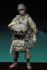 1/35 Scale Unpainted Resin Figure World War II US lieutenant paratrooper RARE